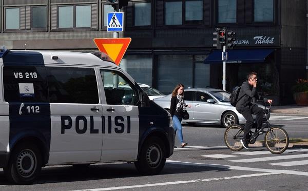 ciclista ciudad Finlandia