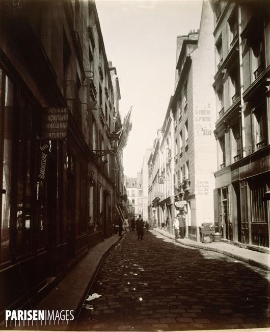 Rue des Ecouffes (au fond rue des Rosiers), Paris (IVème arr.), Photographie d'Eugène Atget (1857-1927). Paris, musée Carnavalet