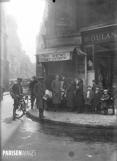 Charcuterie casher, rue des Ecouffes. Paris (IVème arr.), vers 1930.