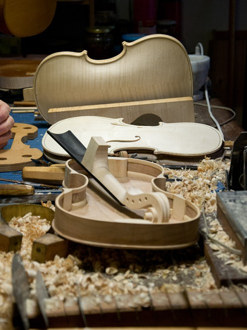 Violin manufacturing in Cremona