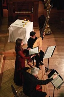 Cathédrale Holy Trinity, Québec Peggy Bélanger (soprano) Alfred Marin (viole de gambe) Michel Angers (théorbe et guitare) Photo © Pierre LaRue 2010