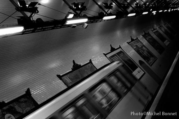 Il file , il file le métro...