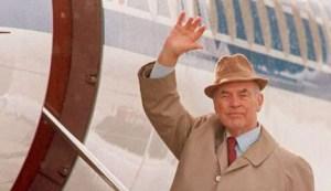 Erich Priebke est mort le vendredi 11 octobre 2013 à Rome, à l'âge de 100 ans. Durant la Seconde Guerre mondiale, il fut capitaine de la Sicherheitspolizei allemande (police de sûreté). Enfui en Argentine après la guerre, il avait été retrouvé et arrêté en 1994, puis condamné à la perpétuité en Italie en 1998 pour le massacre des Fosses adréatines à Rome en mars 1944. Hier, le journal britannique International Business Times a mis en ligne une interview réalisée quelques mois avant sa mort.