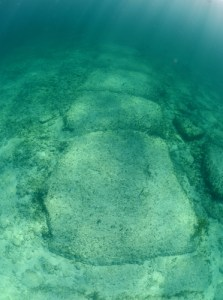 Le mur de pierre sous-marin de Bimini