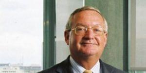 """Patrick Artus:Pour Patrick Artus, directeur de la recherche économique chez natixis, """"la BCE a fait l'erreur d'attendre que la spirale baissière des prix devienne auto-entretenue""""."""