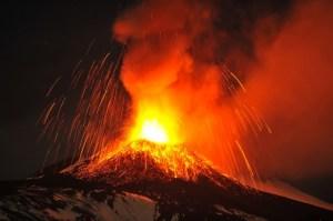 L'éruption de l'Etna,le 22 novembre 2013.