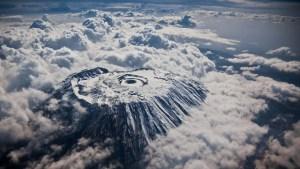 Le Kilimandjara photographié à haute altitude.