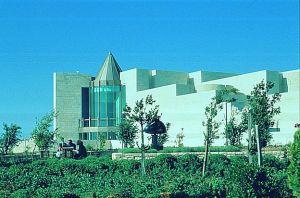 La Cour Suprême de Jérusalem.Dorothé de Rotschild  serait inhumé dans l'obélisque.
