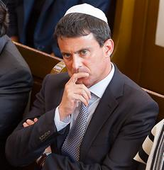 Manuel Valls ...fait la quenelle?