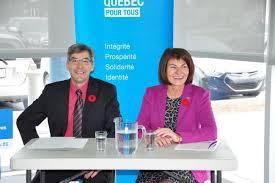 Scott McKay en compagnie de Chantale Deschamps,la mairesse de Repentigny,depuis plus de 16 ans et membre de la CAQ.Elle était candidate de la CAQ contre Scott McKay,en 2012.