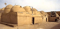 L'ancien  monastère dans le désert égyptien.