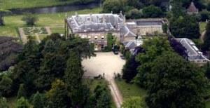 Glympton, Oxfordshire. Le manoir de 2.000 hectares et immobilier sportif acheté par le prince Bandar, après avoir organisé la vente d'armes al-Yamamah.