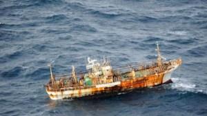 Des débris par milliers de tonnes sont emportés au large...même un bâteau de pêche qui sera coulé avant de toucher la côte américaine:il était fortement radioactif aussi.