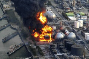 L'eau pénètre à la centrale Fukushima ,provoquant des court-circuits et des incendies.