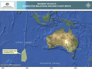 La zone sur laquelle l'armée australienne concentre ses efforts s'étale sur 600.000 kilomètres carrés, a-t-on annoncé le 18 mars. Il faudra des semaines pour la parcourir. En tout, les recherches vont du nord de la Thaïlande à l'Asie centrale pour le corridor nord (qui recouvre une partie de la Chine), et de l'Indonésie au sud de l'océan Indien pour le corridor sud. (AP Photo/The Australian Maritime Safety Authority)