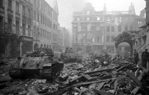 Mai 1945,Berlin  offrait cette vue ...complètement en ruines.