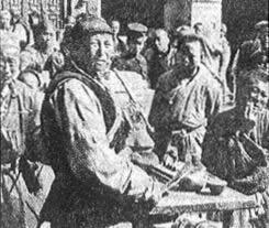 Photo d'époque relatant la flambée de violence des Boxers à Pékin,le 27 mai 1900.