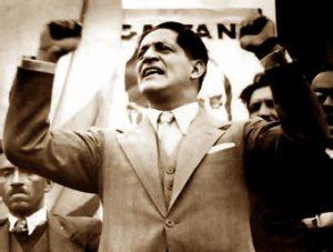 Un des plus grands orateurs de l'histoire de la Bolivie et l'un des politiciens les plus aimés de son peuple. Voici Jorge Eliécer Gaitan dans sa pose la plus célèbre.