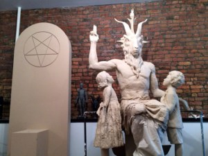 Un monument à la gloire de Satan ,dans un monde en  décadence.