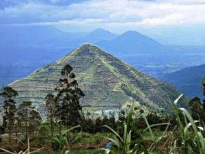 Voici la pyramide Garut.