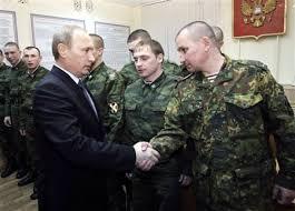Vladirmir Poutne serrant la main  à des soldats.