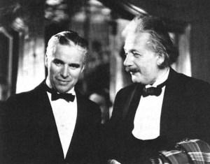 Albert Einstein et Charlie Chaplin...aux États-Unis pendant la Guerre.