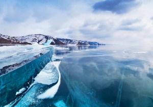 Il est peu surprenant que le lac Baïkal a fait sur cette liste et il ya beaucoup de raisons pourquoi il est l'une des merveilles sous-marines du monde. Le lac est situé dans le sud de la Sibérie et est considéré comme le plus ancien lac au monde, estimé à environ 25 millions de vieux ans. Le Baïkal est également le plus grand lac d'eau douce du monde et contient un incroyable 20% des eaux douces non gelées de la planète. Il est aussi le plus profond lac d'eau douce dans le monde et est l'un des lacs les plus clairs sur la planète. Si cela ne suffisait pas impressionnante, Baïkal contient également près de 1700 espèces différentes d'animaux et de plantes, dont les deux tiers d'entre eux (environ 5.650) ne peuvent être trouvés nulle part ailleurs sur la planète! L'emplacement de l'lac signifie également qu'il éprouve un énorme changement de température entre les mois d'été et d'hiver et passe beaucoup de l'hiver dans un état congelé cristallisé. Un spectacle vraiment spectaculaire!