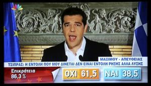 """Le Premier ministre grec Alexis Tsipras s'adresse aux électeurs, au soir de le victoire du """"non"""" au référendum grec, dimanche 5 juillet 2015."""