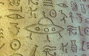 Hiéroglyphes égyptiens   Certains hiéroglyphes égyptiens présentent des gravures qui suggèrent que des machines volantes ressemblant à des ovnis ont déjà visité la vallée du Nil. Certains textes anciens parlent d'apparitions de disques volants.