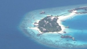 Les Maldives sont parmi les premières victimes du réchauffement climatique./ The Maldives are among the first victims of global warming.