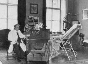 Dr. Eduard Bloch