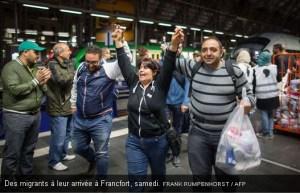 Des migrants accueuillis à leur arrivée à Francfort récemment.