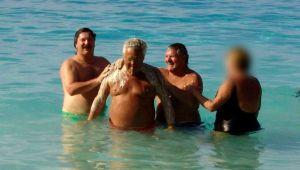 Souvenons-nous des gros gras de la FTQ qui se caraissaient le dos sur une plage des mers du Sud.