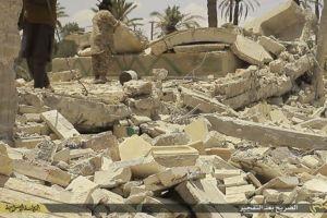 Destruction du lion Athéna ,à Palmyre.