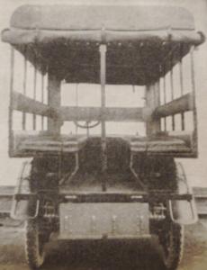 Première Guerre Mondiale-un hôpital ambulant motorisé. Il s'agit d'une grande nouveauté et d,une formidable adaptation des services de santé durant la Grande Guerre.