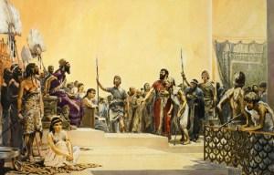 Babylone et le code d'Hammurabi Règne du roi Hammurabi : Les cité-états de Mari, Eshnounna, Larsa et Babylone ne cessent de guerroyer. C'est finalement Babylone qui l'emporte grâce à la ténacité, la prudence et l'habileté d'un Amorrite : Hammurabi, fils de roi. Il devient roi de Babylone et crée l'Empire babylonien grâce à ses capacités diplomatiques et politiques. En moins de 25 ans, il constitue un véritable empire qui n'est pas seulement l'œuvre d'un conquérant, mais aussi celle d'un administrateur et d'un lettré. La centralisation est extrême, bien que les villes gardent leur propre administration. Cependant, Hammurabi gère et contrôle toute l'activité économique du pays : montant des salaires, prix des marchandises, montant des taxes et impôts, etc. Babylone devient la capitale religieuse et culturelle de la Mésopotamie. Hammurabi met en place un code de châtiments destinés aux sujets de son empire qu'il fait graver sur des colonnes en pierre pour que chacun puisse les voir. Ce code de lois est destiné à fournir aux princes à venir un modèle de sagesse. Après sa conception, il fut largement diffusé dans les villes importantes. Le code comprend environ 282 articles regroupés par thème : Vols, coups et blessures, exercice des diverses professions, etc. A chaque délit, le code assigne un tarif précis, selon le rang de la victime : Si un chirurgien pratique une opération qui entraîne la mort de son patient, sa main est tranchée ! – Si un architecte construit une maison qui s'écroule et tue quelqu'un, il est mis à mort. – Un homme qui doit de l'argent à un autre peut lui prêter sa femme comme esclave. – Si quelqu'un casse un membre à un awilou (notable), on lui cassera un membre. S'il crève l'œil d'un moushkenou (simple paysans), ou s'il lui casse un membre, il paiera une mine d'argent. Bien que paraissant barbares, ces châtiments dégagent l'image d'une société d'hommes libres. Propriétaires, paysans, artisans, commerçants, fonctionnaires, prêtres, de classe inférie