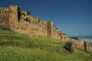 les Portes d'Alexandre le Grand...afin de bloquer les enhisseurs juifs...du Nord!Impressionnant et révélateur!