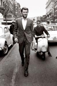 Clint Eastwood dans les rues de Rome,en 1964.