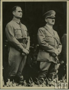 Rudolph Hess en compagnie du Führer.