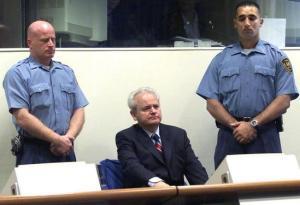 Slobodan Milocevic lors de son procès en 2001.