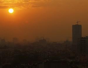 Brume et pollution en plein jour à Hanoi,au Vietnam.