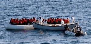 Les migrants envahissent l'Union Européenne.