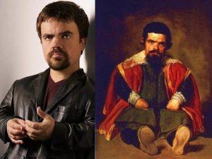 Indéniablement, ces deux hommes de petite taille se ressemblent vraiment. Peut-être que Tyrion est sur terre depuis un bon bout de temps, ce qui expliquerait pourquoi il est l'un des meilleurs personnages de Game of Thrones… il répète pour le rôle depuis une éternité?!