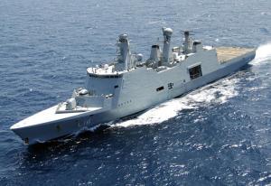 Le HDMS Absalon L'un des navires de guerre les plus sophistiqués jamais construit, Le HDMS Absalon est utilisé par la Marine royale danoise. Il est équipé de 7 mitrailleuses lourdes. Deux hélicoptères peuvent atterrir sur son pont en même temps.