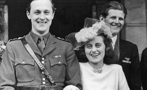 Kathleen Kennedy, le quatrième des enfants Kennedy, a été nommé ambassadeur américain au Royaume-Uni. Tandis que là, elle résidait à Londres et a rencontré Lord Hartington qu'elle a épousé en mai 1944. Il a été tué en Belgique en service actif seulement quatre mois plus tard, tout comme la Seconde Guerre mondiale a pris fin.