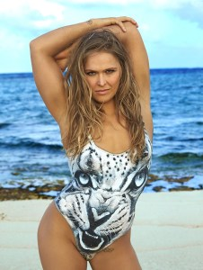 Ronda Rousey Plus connue pour sa réussite en UFC (sport combat), le body painting lui va comme un gant !
