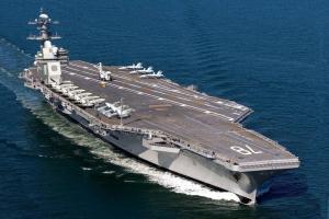 USS Gerald R Ford Nommé d'après l'ex-président des États-Unis, il est l'un des porte-avions les plus avancés au service. Il peut transporter jusqu'à 72 avions de combat.
