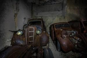 En effet, la réquisition des véhicules était une pratique courante par les nazis pendant la guerre. Ils dépouillaient les métaux et d'autres ressources des voitures afin de les utiliser pour fabriquer  leurs propres machines de guerre et des armes.
