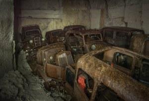 Quelle que soit la vérité, le propriétaire ou les propriétaires, des voitures clairement ne sont pas revenus pour les récupérer après 1945. Et elles gisaient abandonnés pendant des années, jusqu'à ce que Michel a trébuché sur eux ce jour d'août 2016 qui ne  sera jamais oublié.