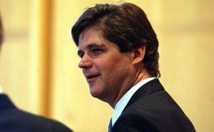 Le neveu de JFK, William Kennedy Smith, se trouva impliqué dans une affaire de viol en 1991. Il a été jugé et acquitté, cependant, le cas a attiré l'attention des médias en raison du fait qu'il était un membre de la famille Kennedy. En 2004, il était de nouveau en cour, cette fois accusé d'agression sexuelle d'un employé de son en 1999. Le tribunal a rejeté la plainte. Puis, en 2005, un autre employé a accusé d'agression sexuelle, dont il réglé en dehors du tribunal.